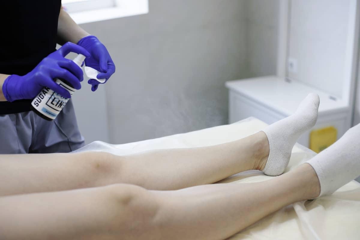 Шугаринг ног - очистка кожи